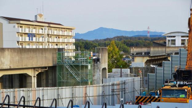 桃花台線の歩道上高架撤去工事(2017年11月17日):歩道上の高架の撤去が完了 - 3
