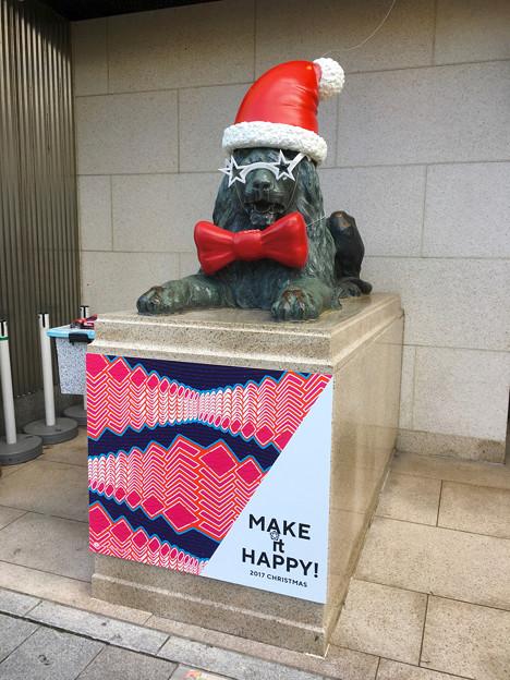 今年はファンキーな格好になってた、クリスマスシーズンの名古屋三越栄店のライオン像 - 1