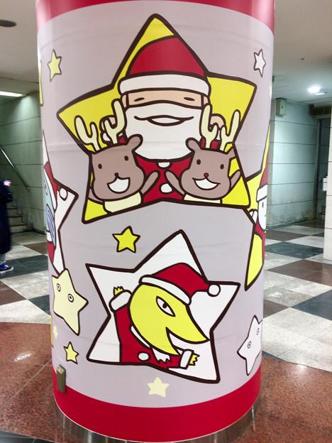名駅「エスカ」地下街の柱に描かれてた、可愛らしいサンタとトナカイ - 1