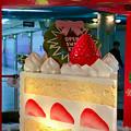 Photos: クリスタル広場の中央に、でっかいケーキ!? - 3