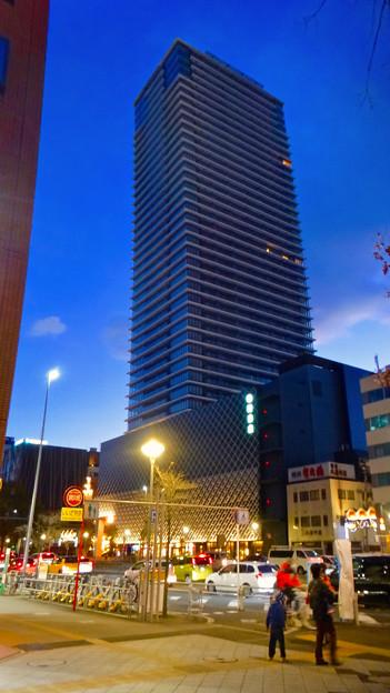 建物が完成した4月再開場予定の御園座 - 1:そびえ立つ御園座タワー
