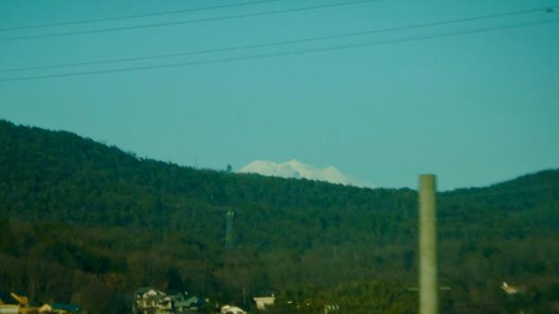 名鉄小牧線の車内から見えた、たぶん御嶽山 - 1