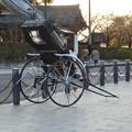 写真: 犬山城下町:待機中の「お笑い人力車」の人力車 - 1