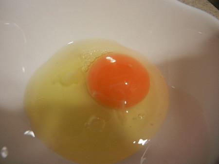オレンジ色の黄身だ