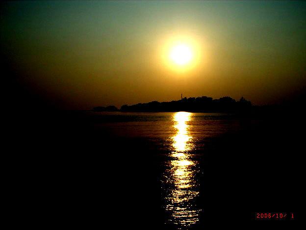 プリウス島の夕日