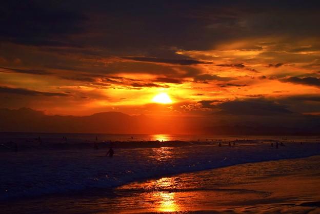 日没間際の湘南・鵠沼海岸 #湘南 #藤沢 #海 #波 #wave #surfing #mysky