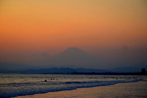 夕暮れの富士山@湘南・鵠沼海岸 #湘南 #藤沢 #海 #波 #wave #surfing #mysky #fujisan #mtfuji #富士山