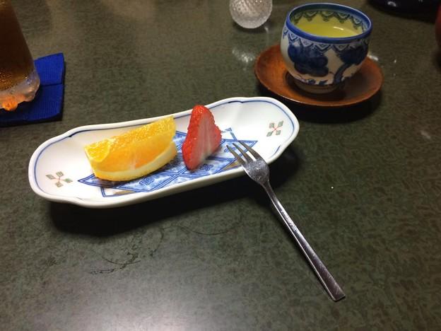 写真: フルーツとお茶