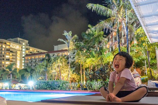 写真: リゾートの夜