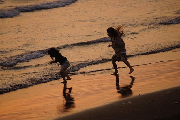 夕暮れの浜辺