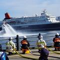写真: 消防船