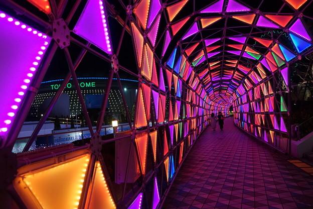 色のトンネル