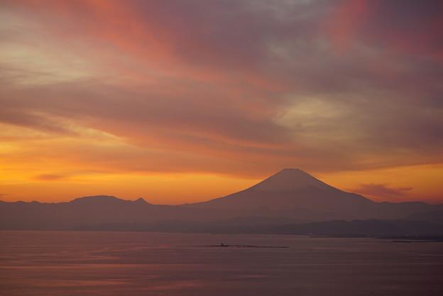 写真: 夕暮れの富士山
