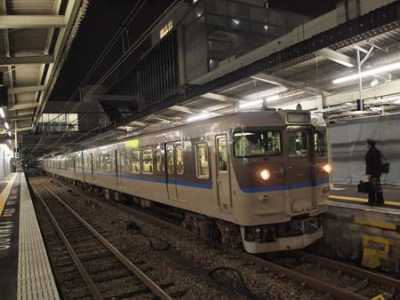 115系カフェオレ普通 山陽本線広島駅