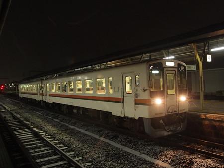キハ11形普通 紀勢本線松阪駅01