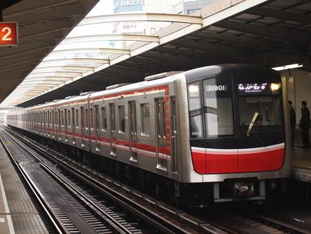 大阪市営地下鉄30000系 御堂筋線西中島南方駅01