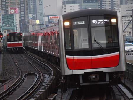 大阪市営地下鉄30000系 御堂筋線西中島南方駅02