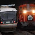 写真: 383系特急しなのと風っこ回送 篠ノ井線松本駅01