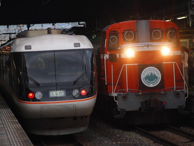 写真: 383系特急しなのと風っこ回送 篠ノ井線松本駅02