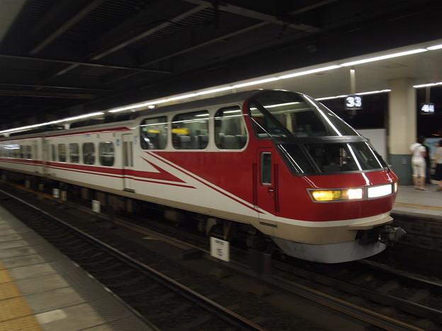 写真: 名鉄1000系特急 名鉄名古屋本線金山駅