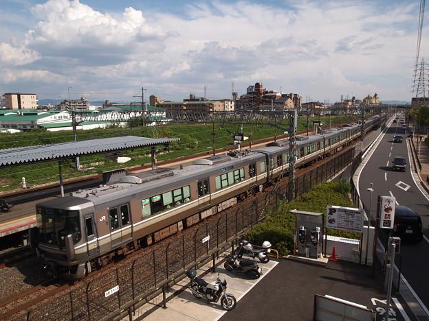 写真: 223系新快速 東海道本線向日町~桂川