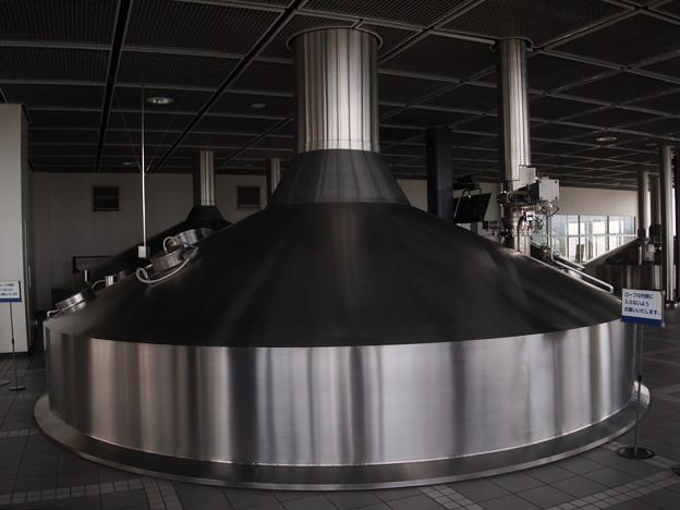 写真: ビール発酵サイロ