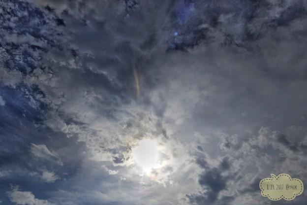 雲の中から太陽 ~久しぶり~25mmの空は雲も多く広く遠いデジカメも楽しい