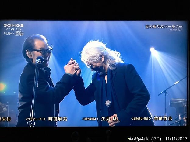"""Photos: 31年ぶり井上陽水x玉置浩二=再会!超貴重""""夏の終りのハーモニー""""~歌唱後エンディング~最高の握手、笑顔、喜び~音楽は優しい人は素晴らしい♪"""