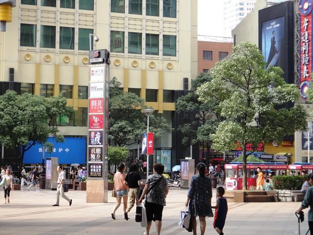南京東路歩行街 世茂商厦前1