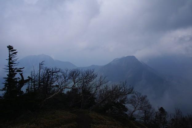 男体山頂上からの大真名子山と太郎山