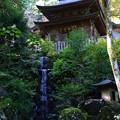最乗寺の不動堂と洗心の滝
