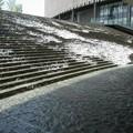 写真: 階段の滝:都会オアシス03