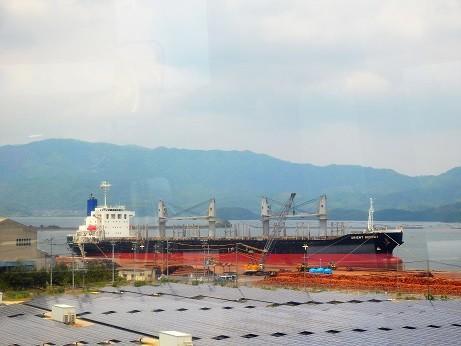 境港の貨物船