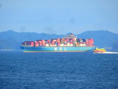 コンテナ船と高速艇~浦賀水道