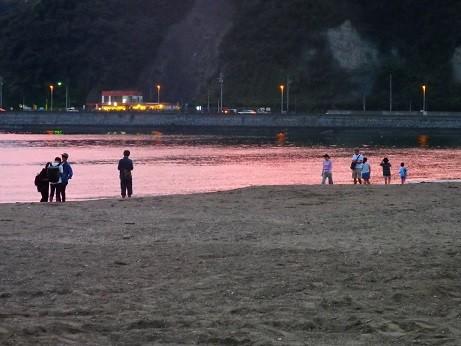 逗子海岸~海水が茜色