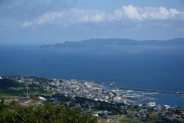 写真: 壱部浦と生月水道