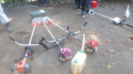 大活躍の草刈り機3台