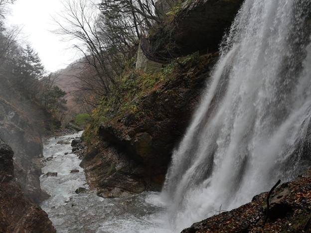 雷滝(信州・高山村の隠れた名所)1