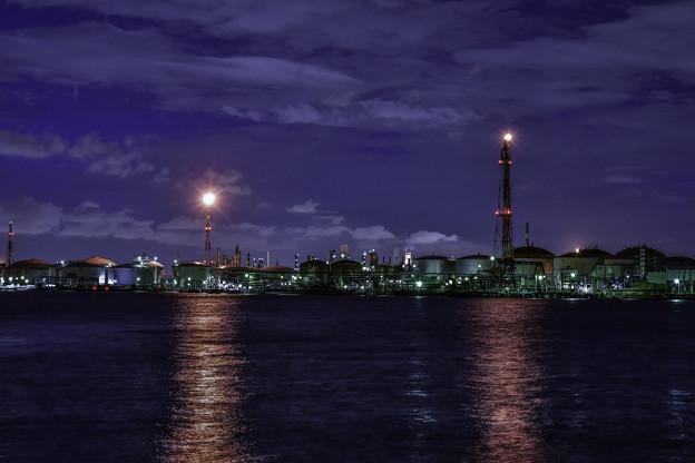 写真: 石油コンビナート