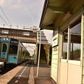 青い701系電車