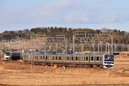 209系総武本線普通列車とE217系快速エアポート成田の離合