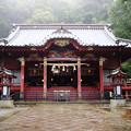 写真: 雨の伊豆山神社