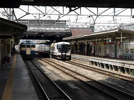E257系と115系(甲府駅)