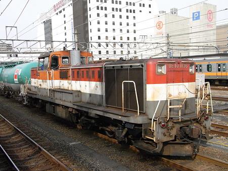 DE10-1136とタキ(八王子駅)