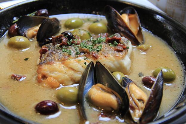 熊本県産荒波鯛とカナダ産ムール貝のアクアパッツァ