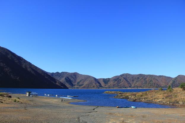 秋色の本栖湖