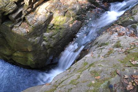 横から見た笄滝