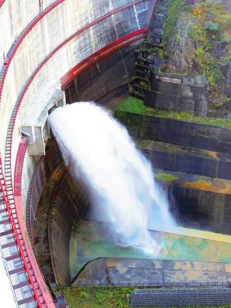 ダムの放水~♪