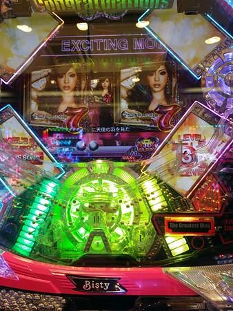 初打ちは1.25ぱちで+千円でした。 途中9連して呑まれたけど楽しめました。浜崎あゆみの台自体初でした。