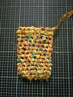 裂き編みで携帯ケース_03